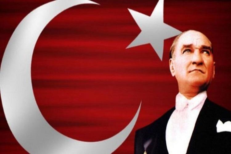 """PALANDÖKEN, """"ULU ÖNDERİN ÖZLEMİNİ 82 YILDIR TAŞIYORUZ"""""""
